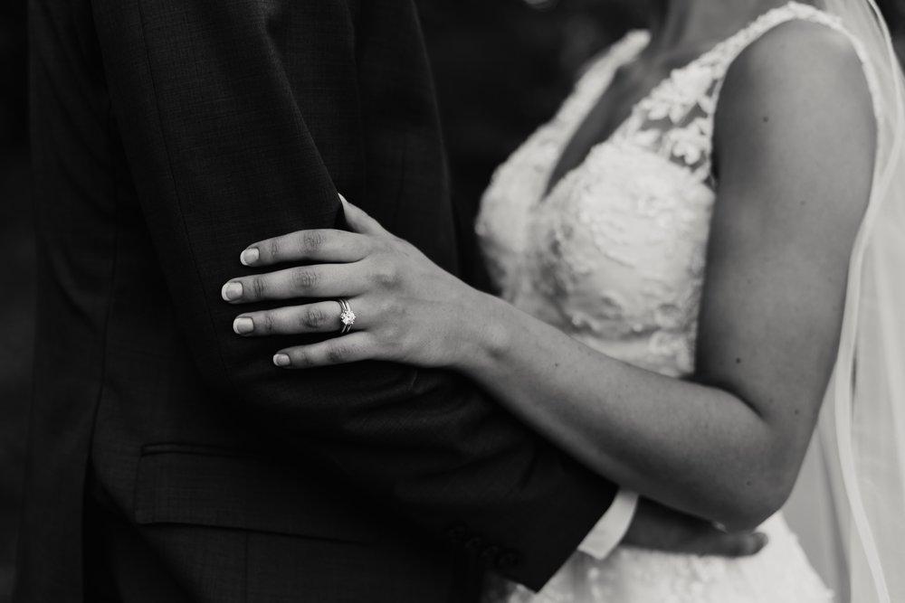 2019-01-21-natural-outdoor-wisconsin-wedding-photographer_0037.jpg