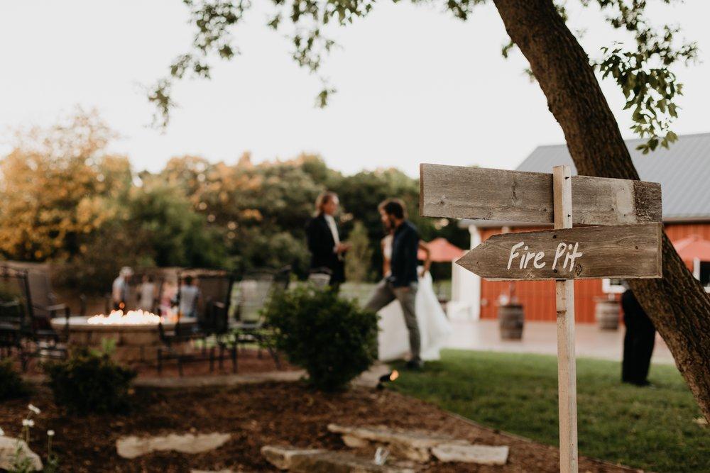 2019-01-21-natural-outdoor-wisconsin-wedding-photographer_0068.jpg