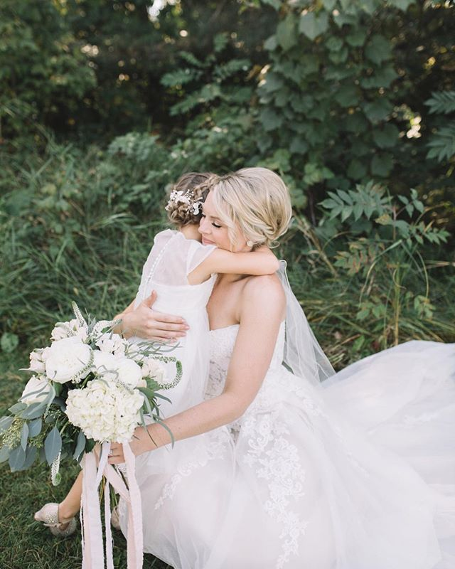 A precious hug from the flower girl ❤️ #weddings #gracevphoto #mnbride #mnphotographer #mnwedding #fall #love #fun #sweet #airy #film #minnesota #couples #theknot #bride #happy #allthefeels #travel #thatsdarling #joy #yay  #midwestbride #inspired #happiness #realcouples #light #deerlakeorchard