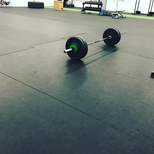 A beautiful sight to see #barbell #ryourogue #form #techniquework #wideopenspaces