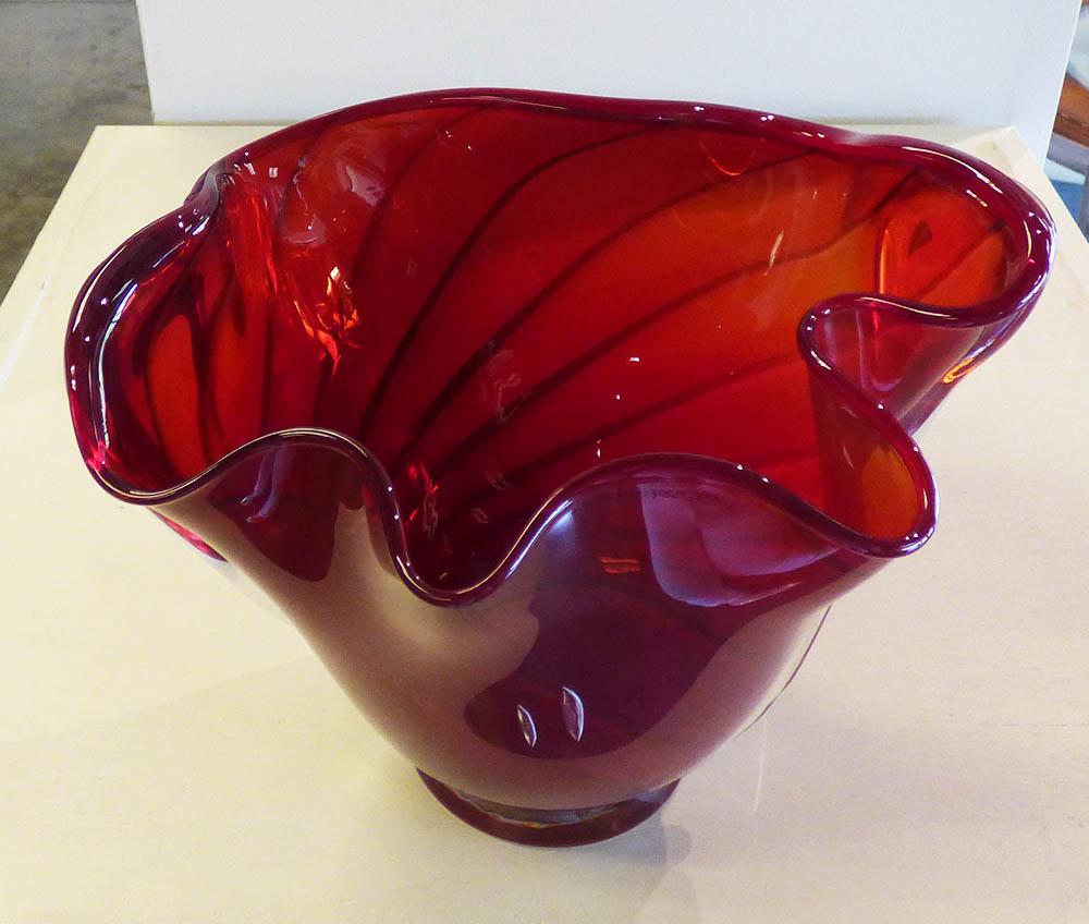 Rubies Whorl Vase (14-23547)