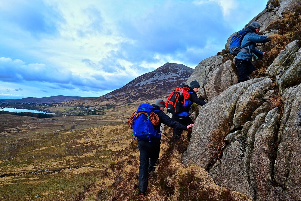Obair talamh géar sa Gleann Nimh, Dún Na nGall. 5/6 Márta.  (Steep ground work in the Poison Glen, Donegal. March 5/6)