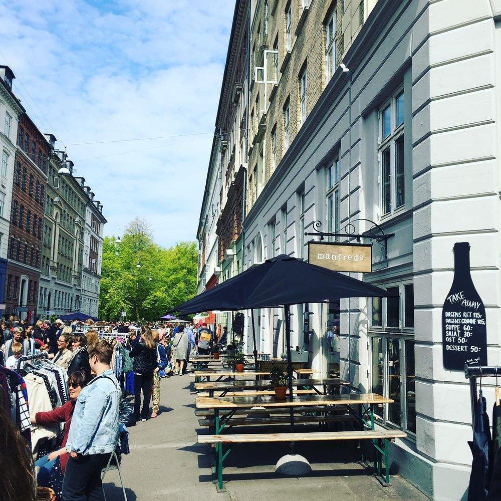 公式インスタグラム @manfredscphより。様々なショップが立ち並ぶJægersborggadeではイベントも盛ん!