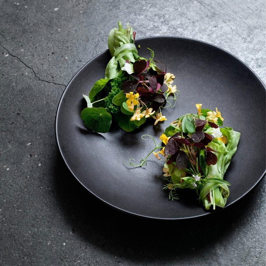 公式インスタグラム @restrelaeより。ニューノルディックらしい料理たち。