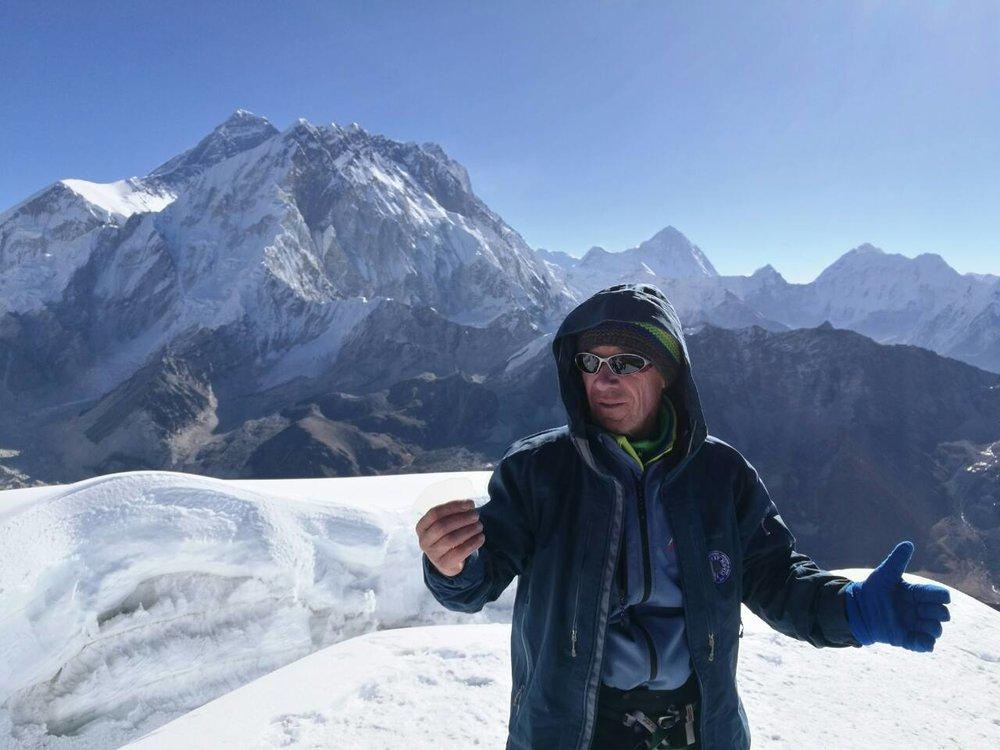 Aco na vrhu Lobuche
