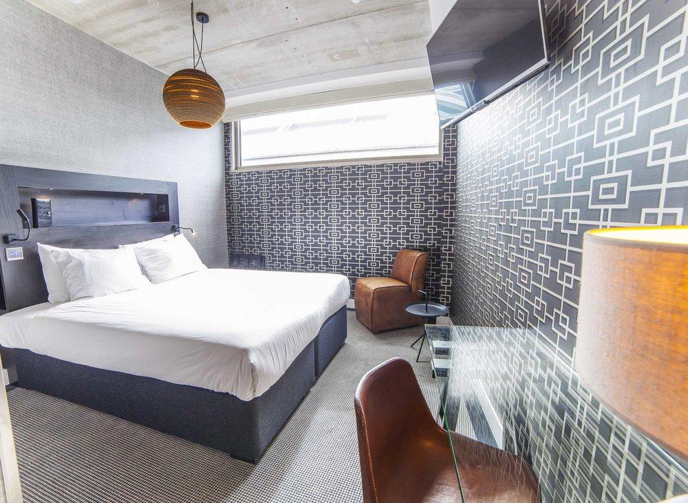 AMSADDI_rooms_full_queenguestroom01.jpeg
