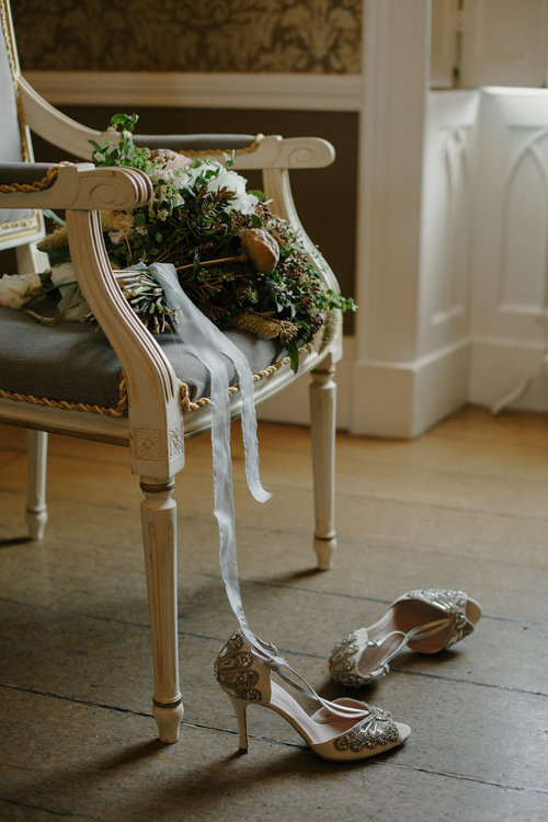 Elegant british countryside lovestory on magnolia rouge oncewed and nonsuch mansion featured magnoliarouge oncewed wedhead hire junglespirit Choice Image