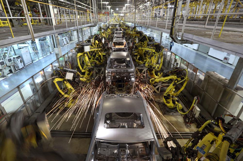 Risultati immagini per industrial robots