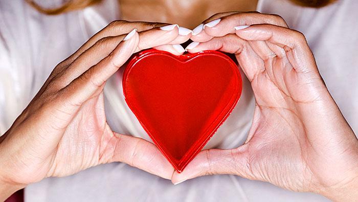 Symptoms-of-a-Heart-Attack-in-Women-700x395-1