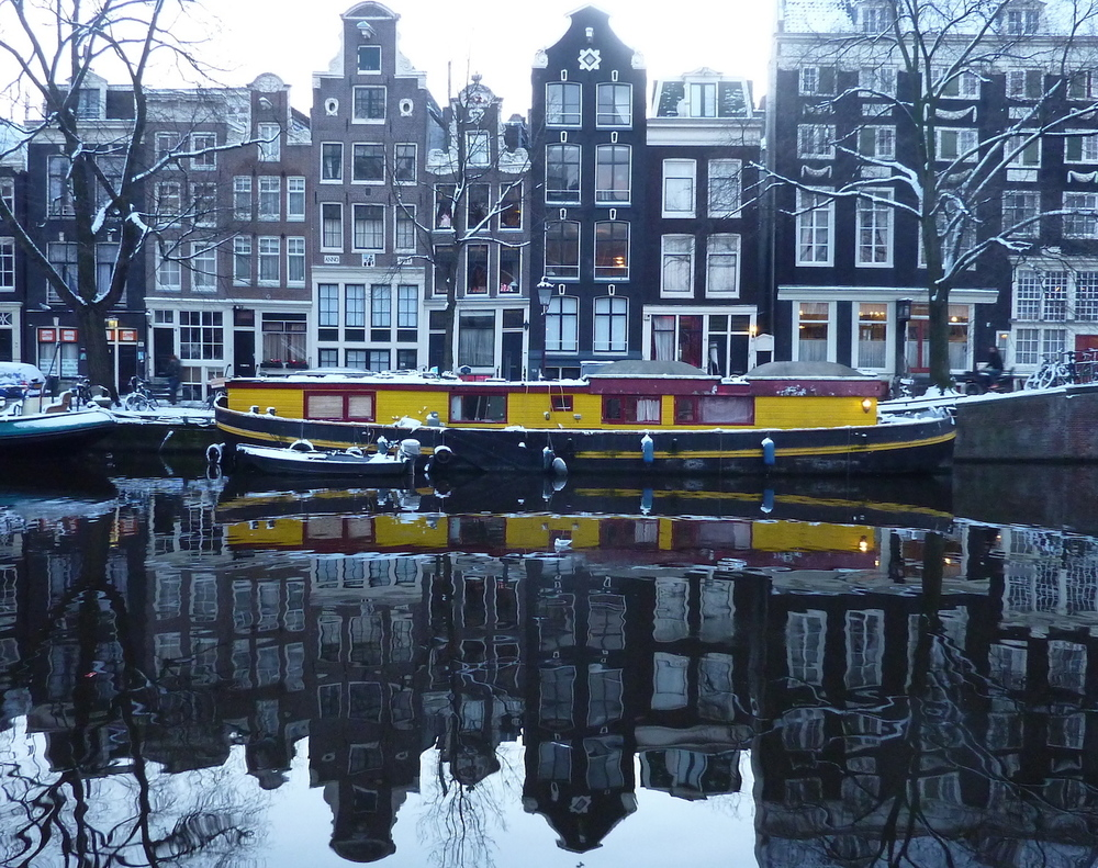 amsterdam houseboat copy.JPG
