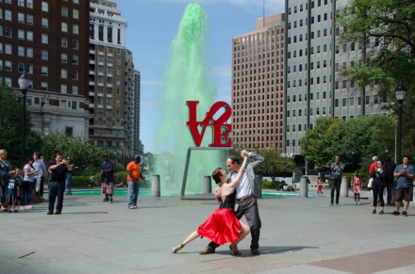Meredith Klein, director of the Philadelphia Argentine Tango School, and Pablo Garcia Gomez, an Argentine native, dance at Love Park during a performance to welcome Pope Francis