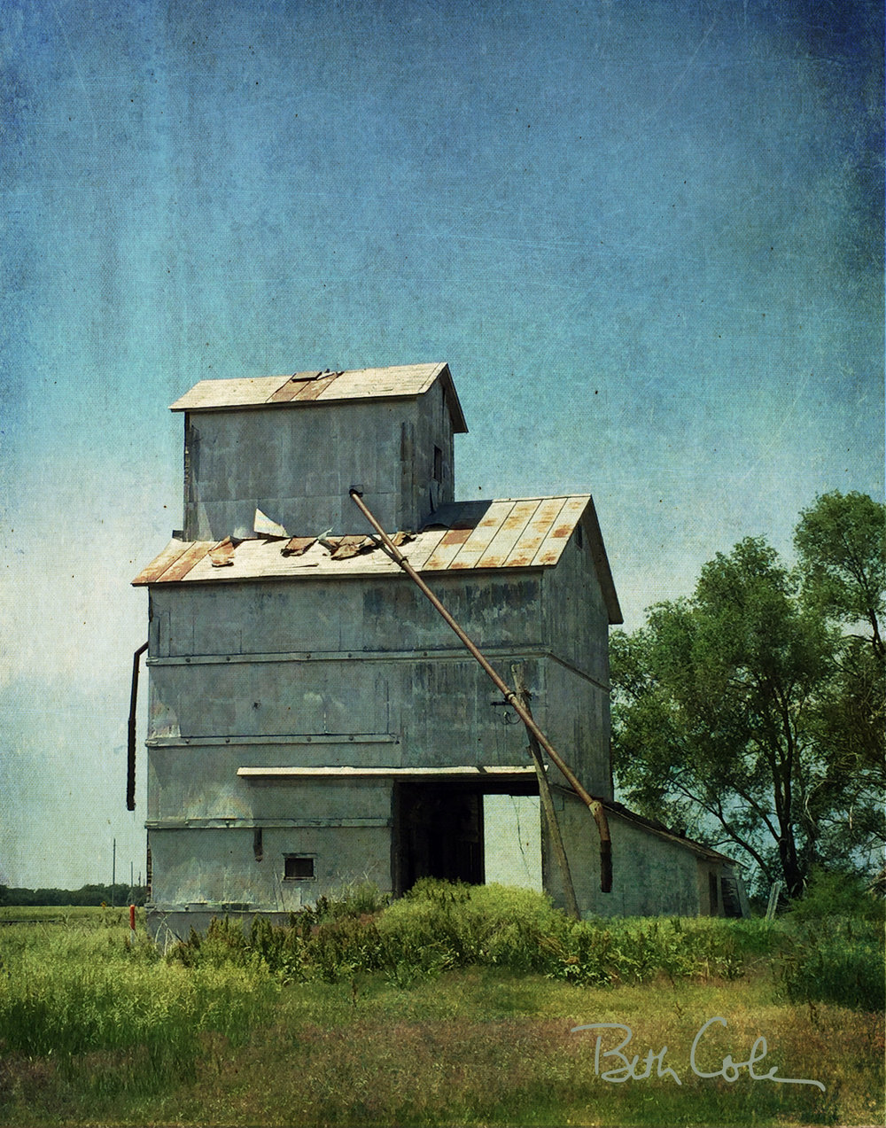Nebraska Vintage Grain Elevator | © Beth Cole