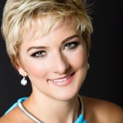 Elizabeth Gautsche headshot - Papagena.jpeg