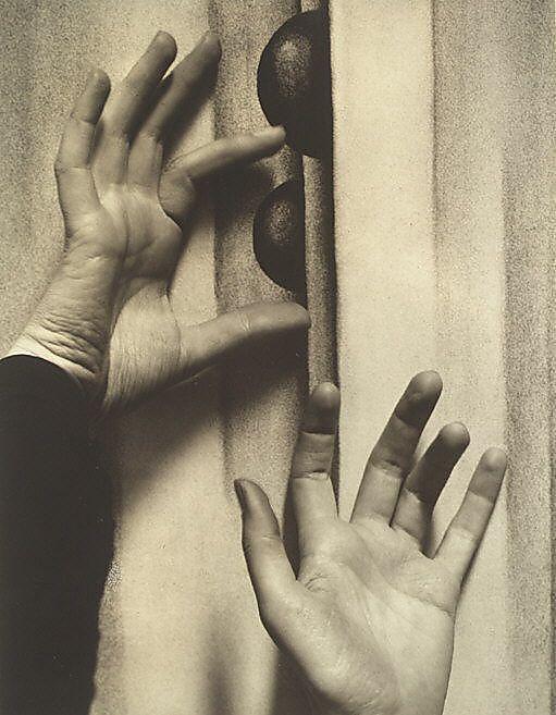 Hands _ Alfred Stieglitz  O Keefe.jpg