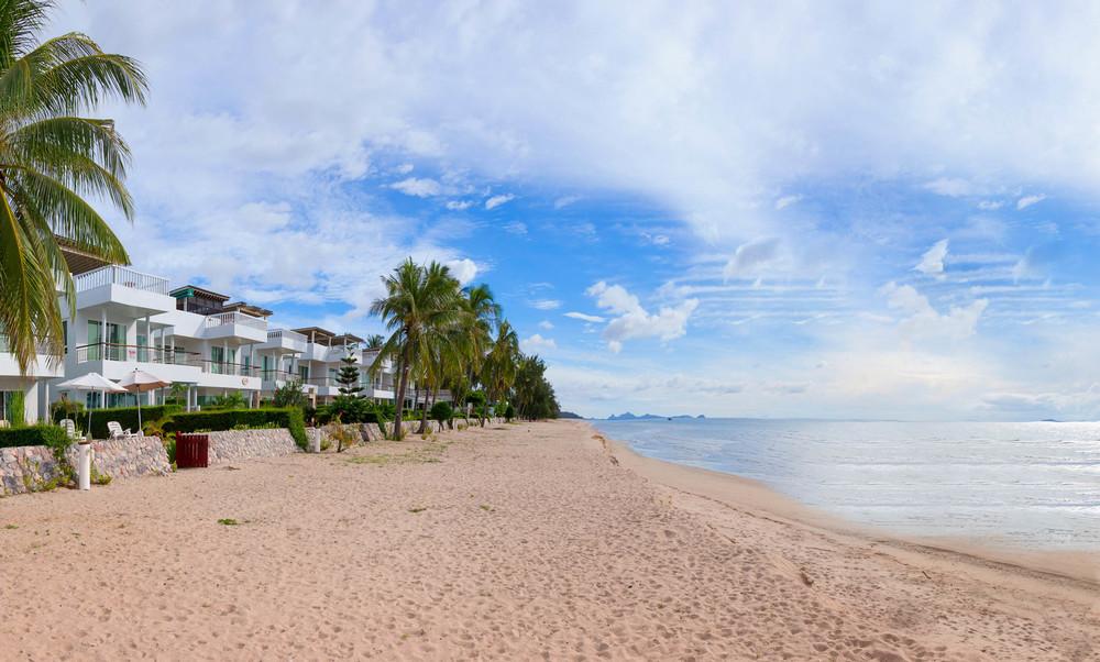 Strandhuset vid havet.