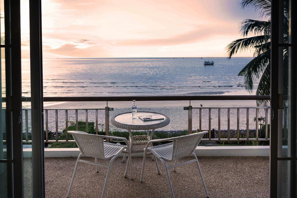 Utsikt från master bedrooms balkong i strandhuset.