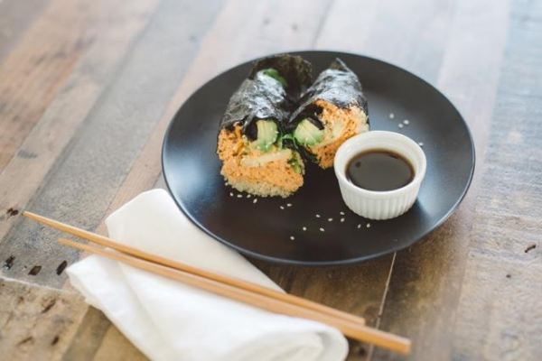 ÁLE BY ALESSANDRA:   Spicy Salmon Nori Wrap