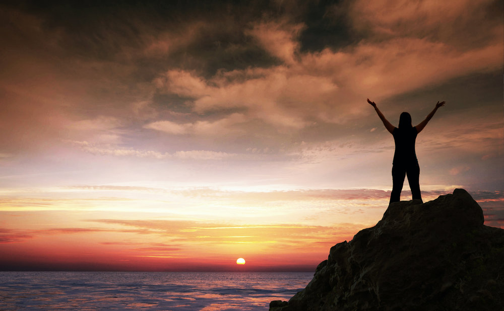 a-woman-stands-on-the-ocean-shore-and-worships_HmDaTA-l0.jpg