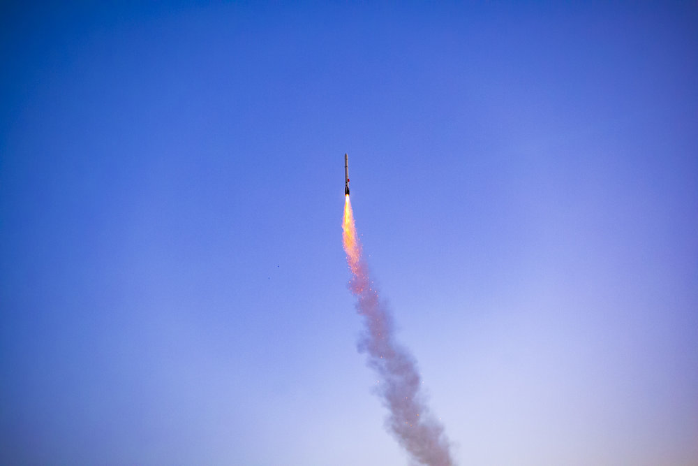 The Signal R2 flight computer passes the user-error test. The vehicle rights itself within moments of liftoff, even with a misaligned vectoring mount