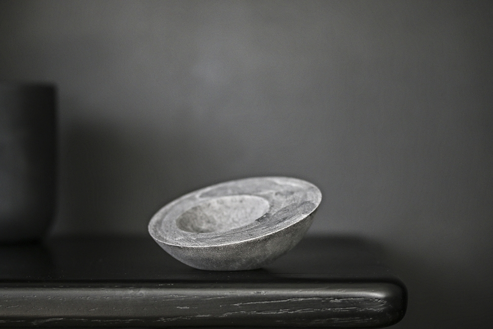 Small porcelain bowl in black
