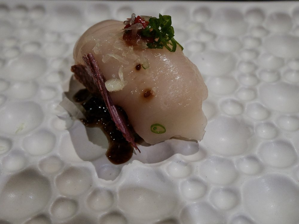 Scallop sushi with chia