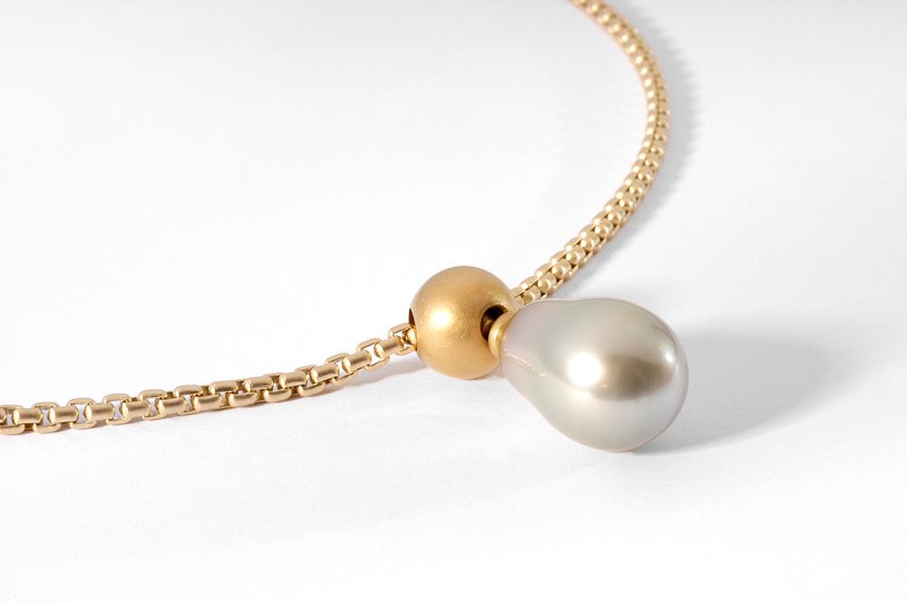 Halsschmuck in Gelbgold mit Tahiti-Perle