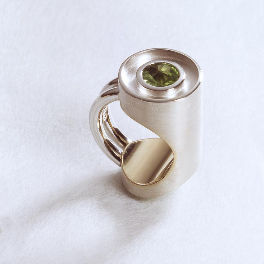Ring in Silber und Gelbgold mit Turmalin