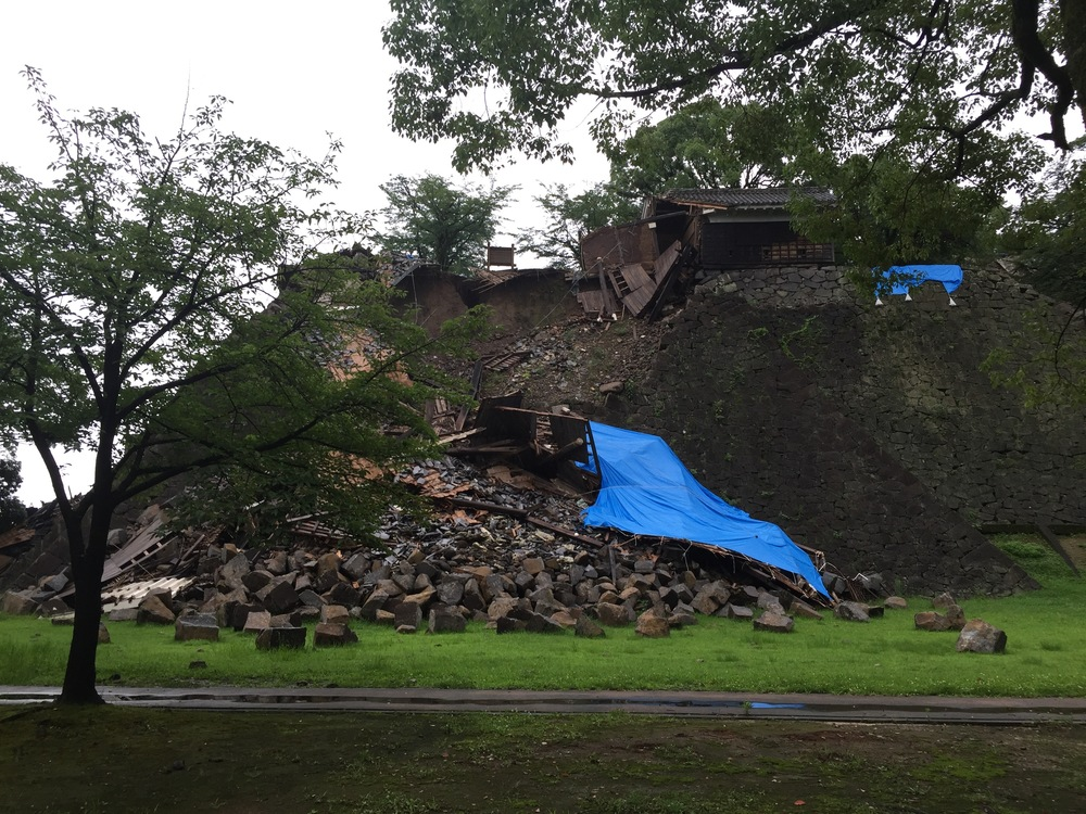 Many structures that are a part of Kumamoto Castle were damaged severely by the earthquakes