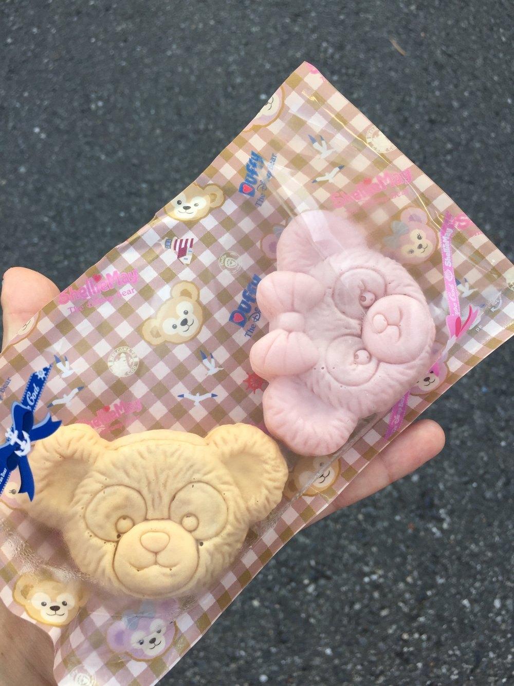 Small cakes in the shape of teddy bears.