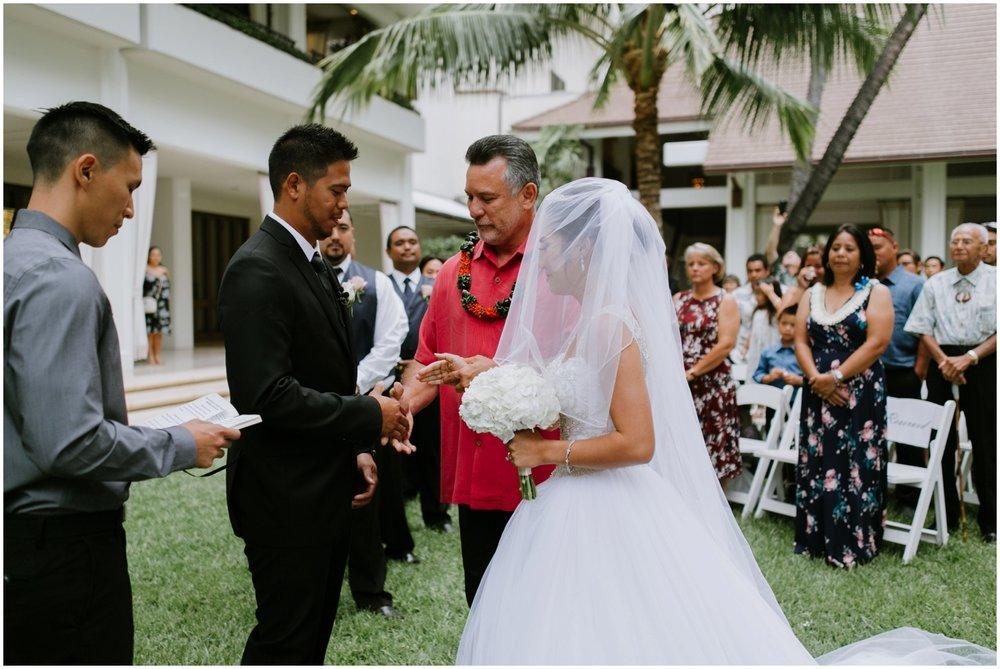 Halekulani-Hotel-Wedding-Photos_0031.jpg