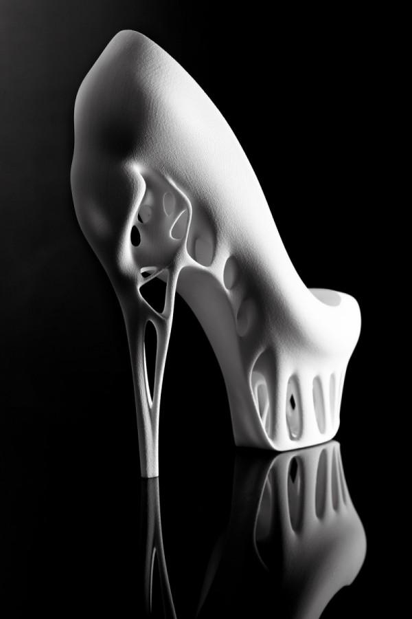 Marieka-Ratsma-Designer-Biomimicry-Shoe-4-600x900-1.jpg