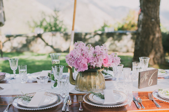 K__rachel+jordan+flwoers+in+a+tea+pot+on+the+table.jpg