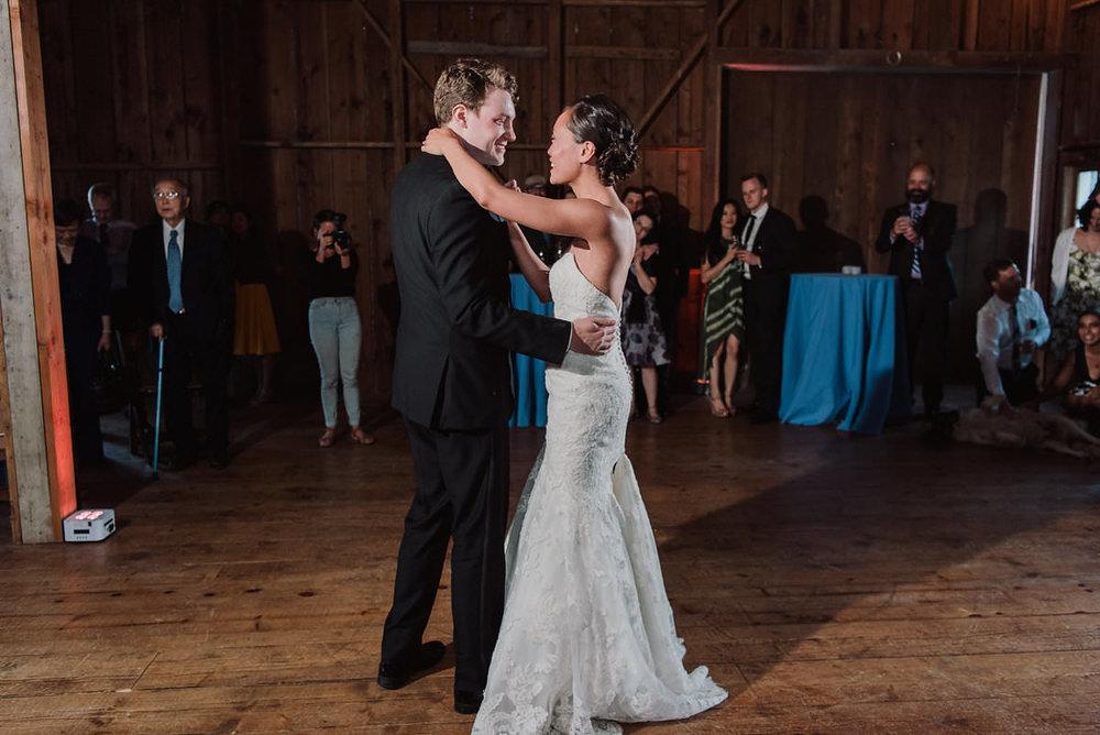 Storybrooks farm events wedding photos Redmond, Wa | Julianna J Photography | juliannajphotography.com