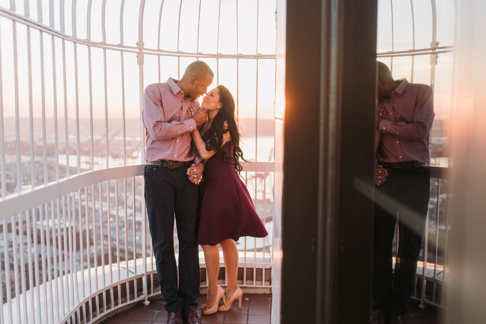 Smith_Tower_Engagement_photos016.jpg