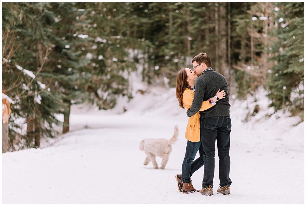 Snoqualmie_Pass_Snowy_Engagement_Photos_006.jpg