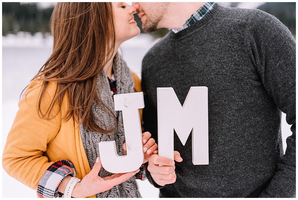 Snoqualmie_Pass_Snowy_Engagement_Photos_013.jpg