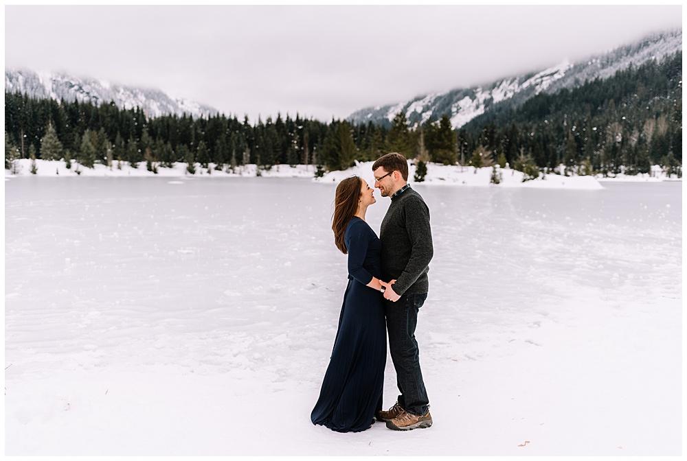 Snoqualmie_Pass_Snowy_Engagement_Photos_015.jpg