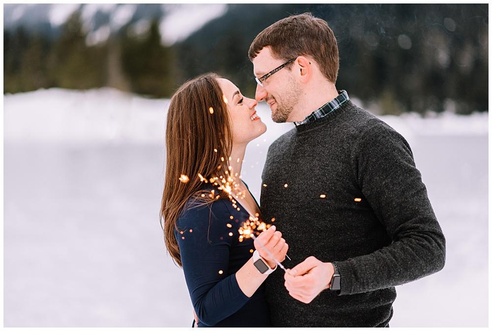 Snoqualmie_Pass_Snowy_Engagement_Photos_018.jpg