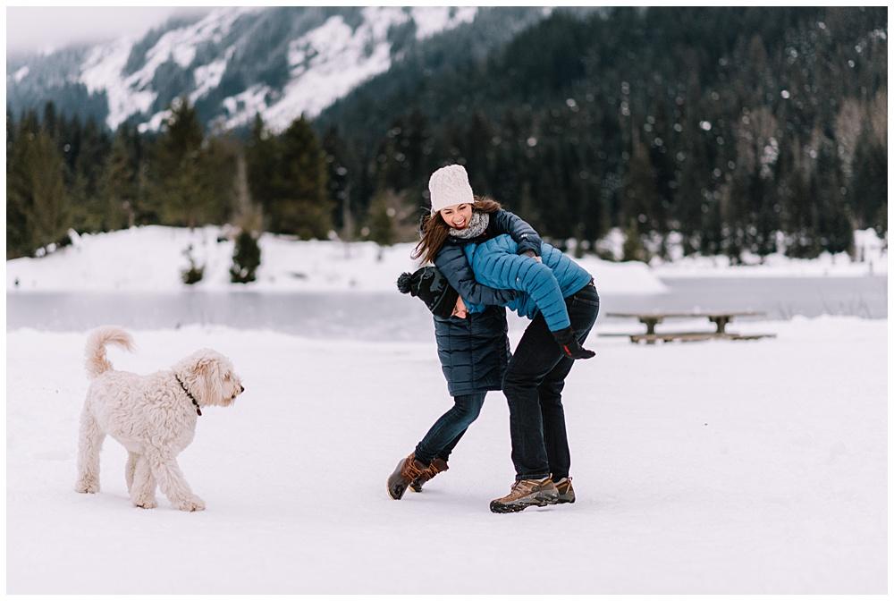 Snoqualmie_Pass_Snowy_Engagement_Photos_023.jpg