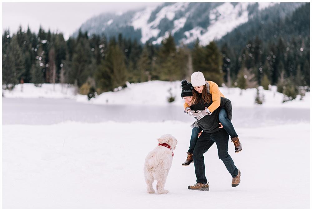 Snoqualmie_Pass_Snowy_Engagement_Photos_024.jpg