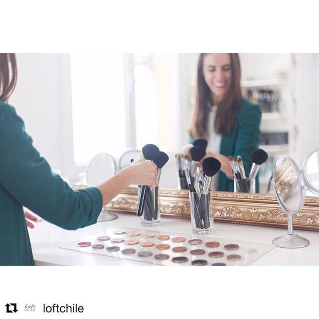 #Repost @loftchile with @repostapp ・・・ 😎😜 Este jueves tiene olor a salida nocturna! Por eso nos preocupamos de que tengas los mejores consejos para tu make up con nuestra experta de la semana , la maquilladora @valentinacosta quién nos cuenta sus secretos para mantenernos bellas y además nos habla de la última tendencia en maquillaje, las cejas!! 👁💅👄. Sigue leyendo en www.loftchile.com #loftchile #makeup #belleza Foto: @piamelero_fotografia