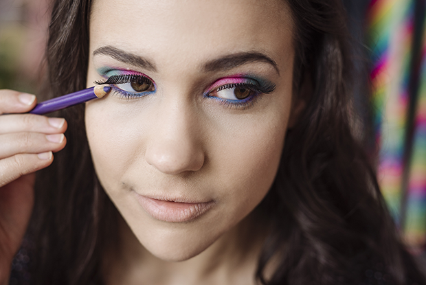 80s-makeup-step-6.png.pagespeed.ce.W8_dcDA1Bn.png