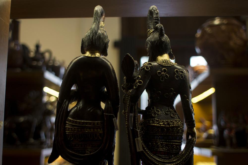 sister statues.JPG