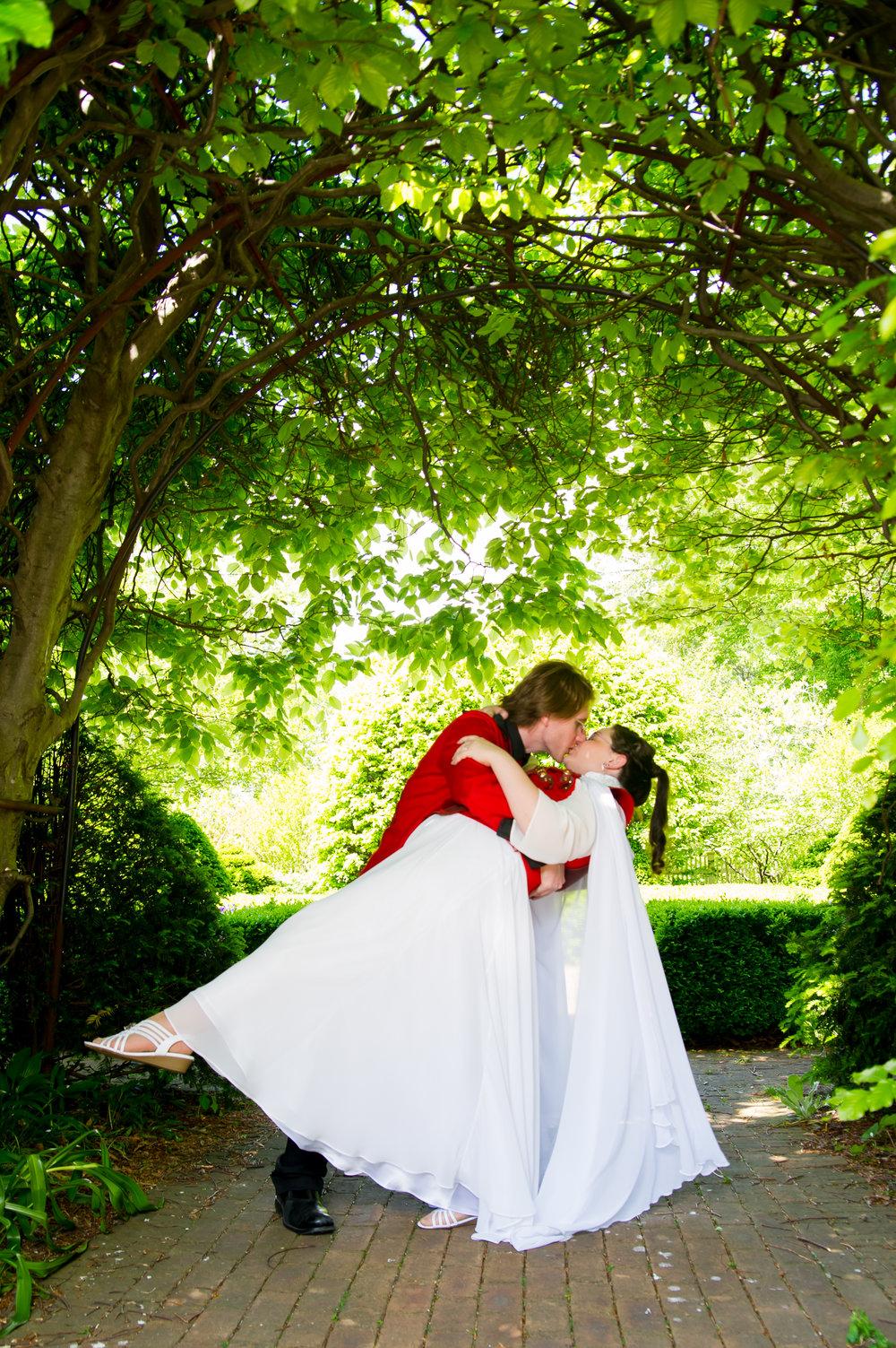 1-dayton-wedding-dip-kiss-trees-arch.jpg