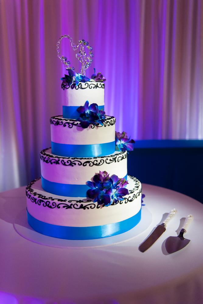 3-dayton-wedding-cake-flowers-spotlight-event-connections.jpg