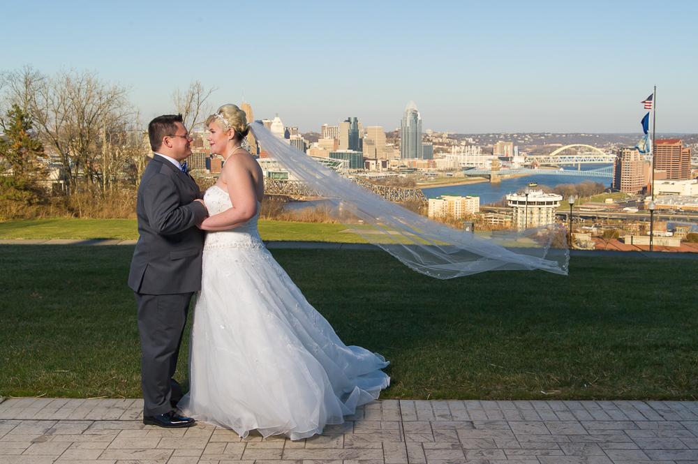 4-cincinnati-wedding-bride-groom-veil-city-downtown-devou-park.jpg