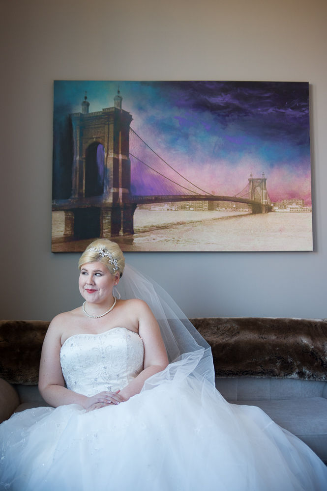 4-cincinnati-wedding-bride-portrait-hotel-covington.jpg