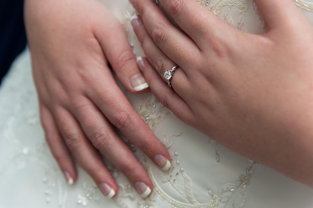 4-cincinnati-wedding-bride-prep-detail-ring-hotel-covington.jpg