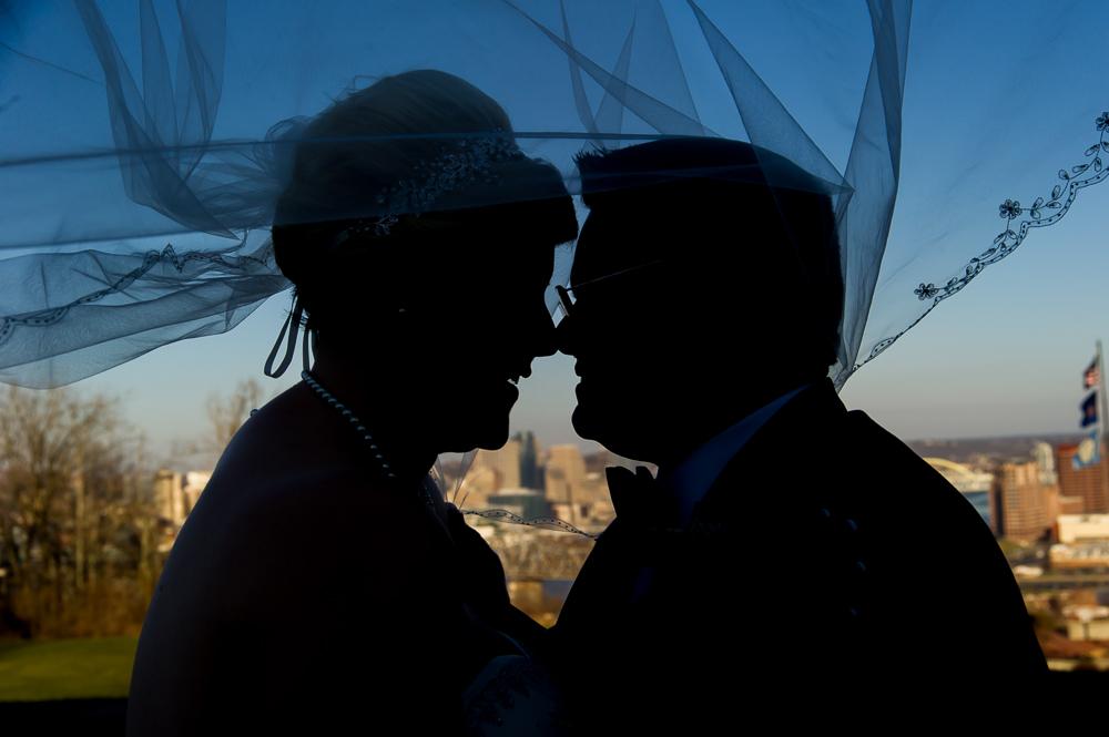 4-cincinnati-wedding-silhouette-bride-groom-city-downtown-devou-park.jpg