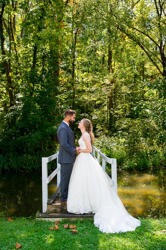 5-cincinnati-wedding-bride-groom-bridge-tawawa-park.jpg